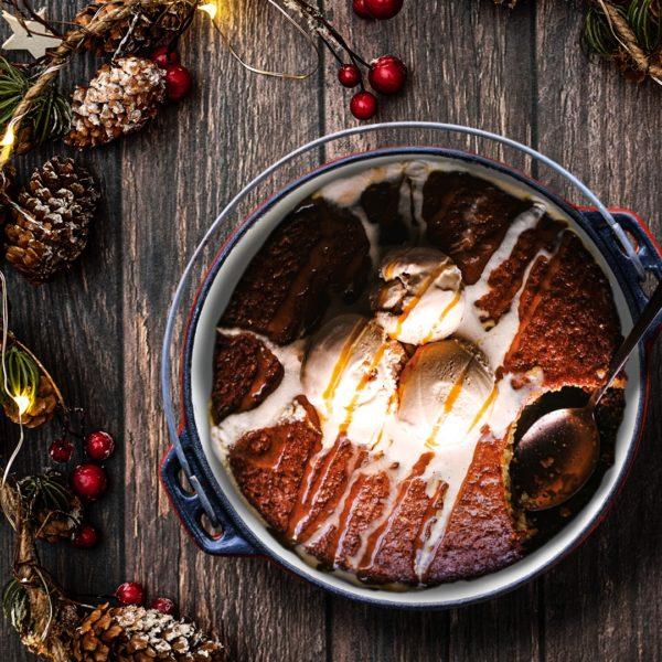 Pot Bake #10 Red Enamel LIFESTYLE