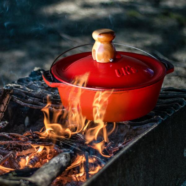 Pot Bake #10 Red Enamel lifestyle 2